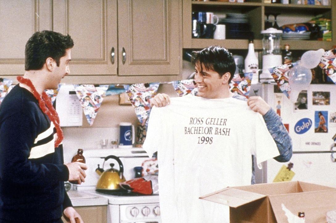 Ross (David Schwimmer, l.) wählt Joey (Matt LeBlanc, r.) als seinen Trauzeugen. Doch ob Joey wirklich der richtige Mann dafür ist ... - Bildquelle: TM+  2000 WARNER BROS.