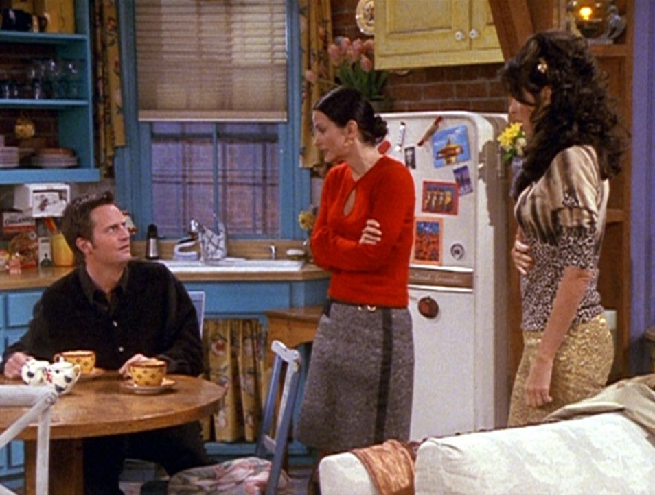 Chandler (Matthew Perry, l.) und Monica (Courteney Cox, M.) würden Chandlers Ex-Freundin Janice (Maggie Wheeler, r.) gerne schnellstmöglich wieder... - Bildquelle: TM+  2000 WARNER BROS.