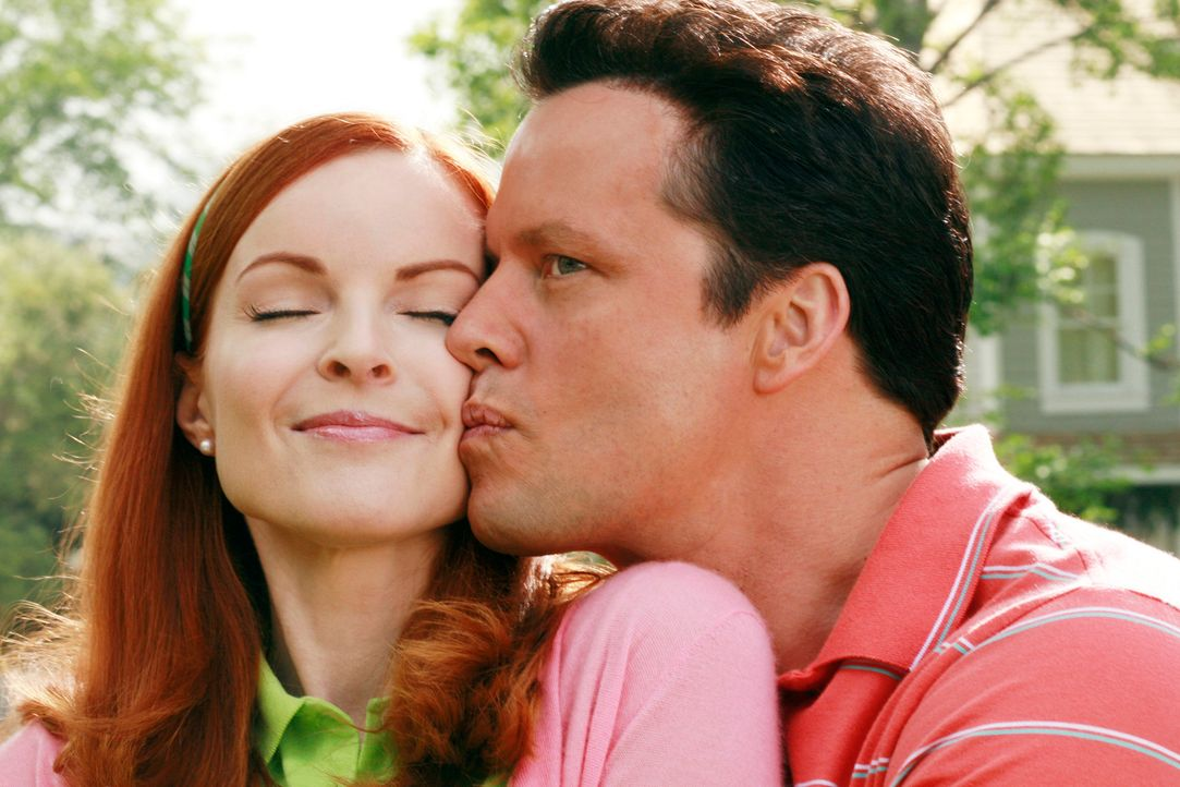 Erinnerung an glückliche Zeiten: Bree (Marcia Cross, l.) und Rex (Steven Culp, r.) ... - Bildquelle: 2005 Touchstone Television  All Rights Reserved