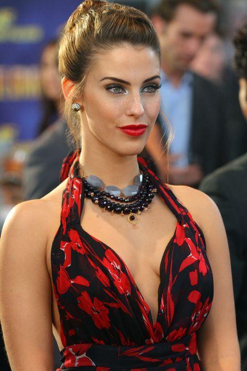 Auch Adrianna Tate-Duncan (Jessica Lowndes) genießt den Rummel auf dem Roten Teppich ... - Bildquelle: 2012 The CW Network. All Rights Reserved.
