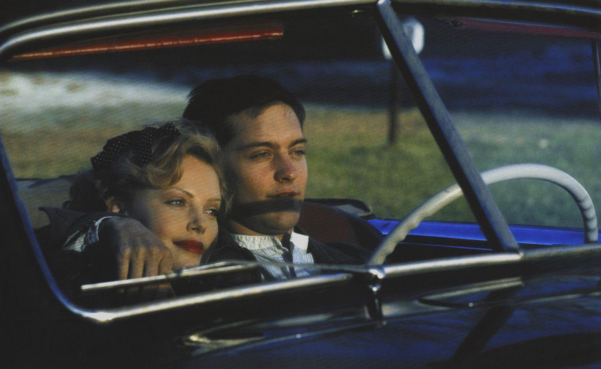 Eine junge Liebe muss bekanntlich viele Hochs und Tiefs überstehen. Aber sind die Gefühle von Homer Wells (Tobey Maguire, r.) und seiner schönen... - Bildquelle: Kinowelt Filmverleih