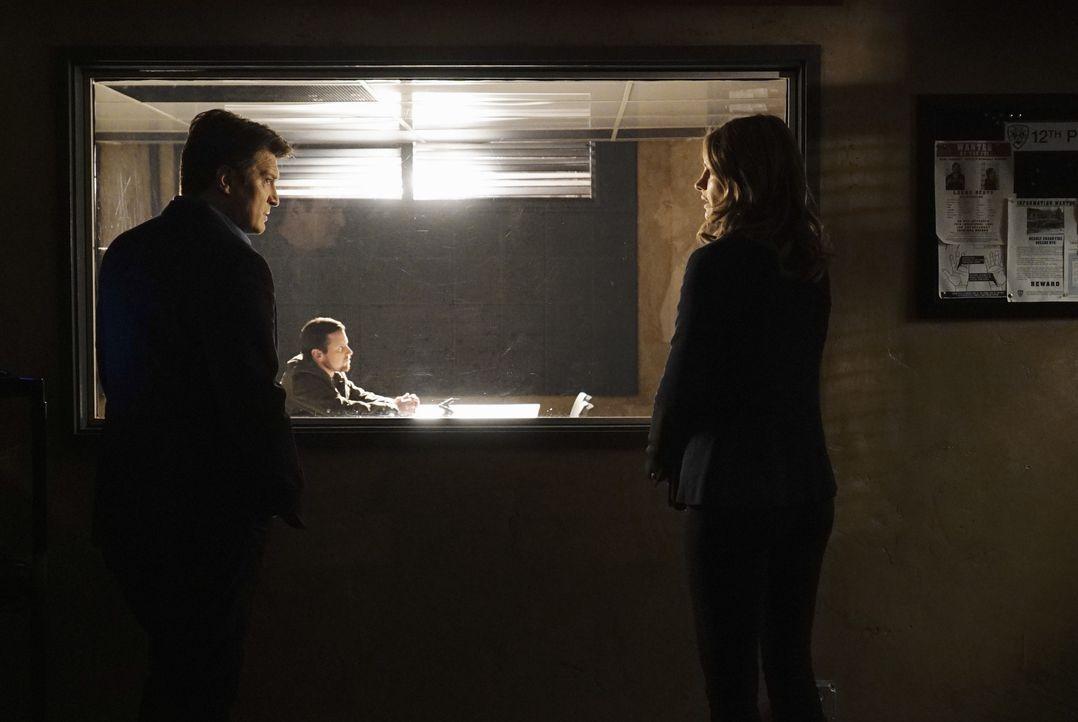 Sämtliche DNA-Tests um zu beweisen, dass es sich um den Dreifachmörder Jerry Tyson handelt, schlagen fehl. Castle (Nathan Fillion, l.) und Kate (Sta... - Bildquelle: ABC Studios