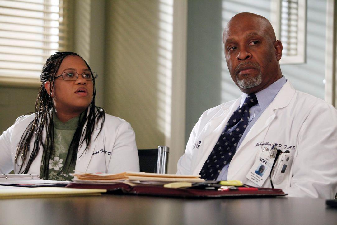 Was wäre, wenn man sich anders entschieden hätte und das Schicksal einen ganz anderen Lauf genommen hätte? Bailey (Chandra Wilson, l.) und Webber (J... - Bildquelle: ABC Studios