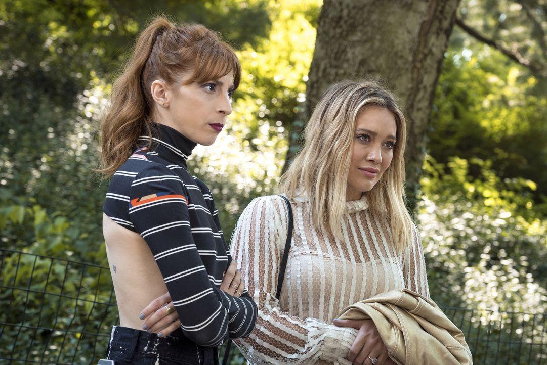 Lauren (Molly Bernard, l.); Kelsey (Hilary Duff, r.) - Bildquelle: Hudson Street Productions Inc 2016
