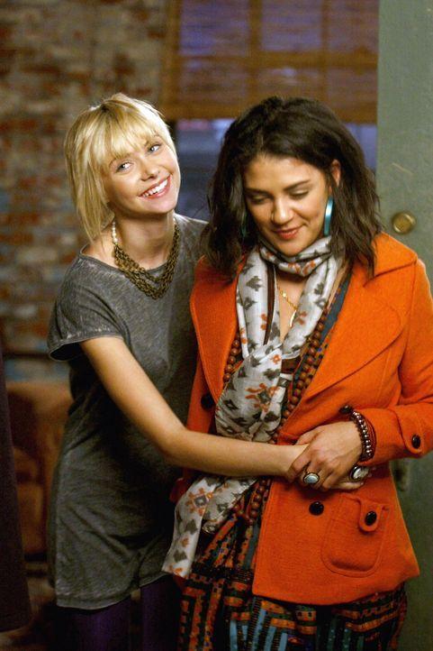 Nate bleibt nach wie vor ein Problem zwischen Jenny (Taylor Momsen,l.) und Vanessa (Jessica Szohr,r.), auch wenn es im ersten Moment nicht so schein... - Bildquelle: Warner Brothers