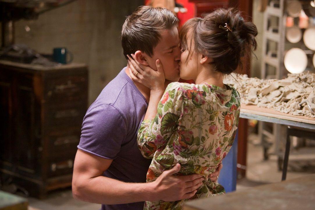 Das junge Ehepaar Paige (Rachel McAdams, r.) und Leo (Channing Tatum, l.) schwebt nach seiner Hochzeit im siebenten Himmel. Doch als Paige einen Aut... - Bildquelle: Kerry Hayes 2010 Vow Productions, LLC. All rights reserved.