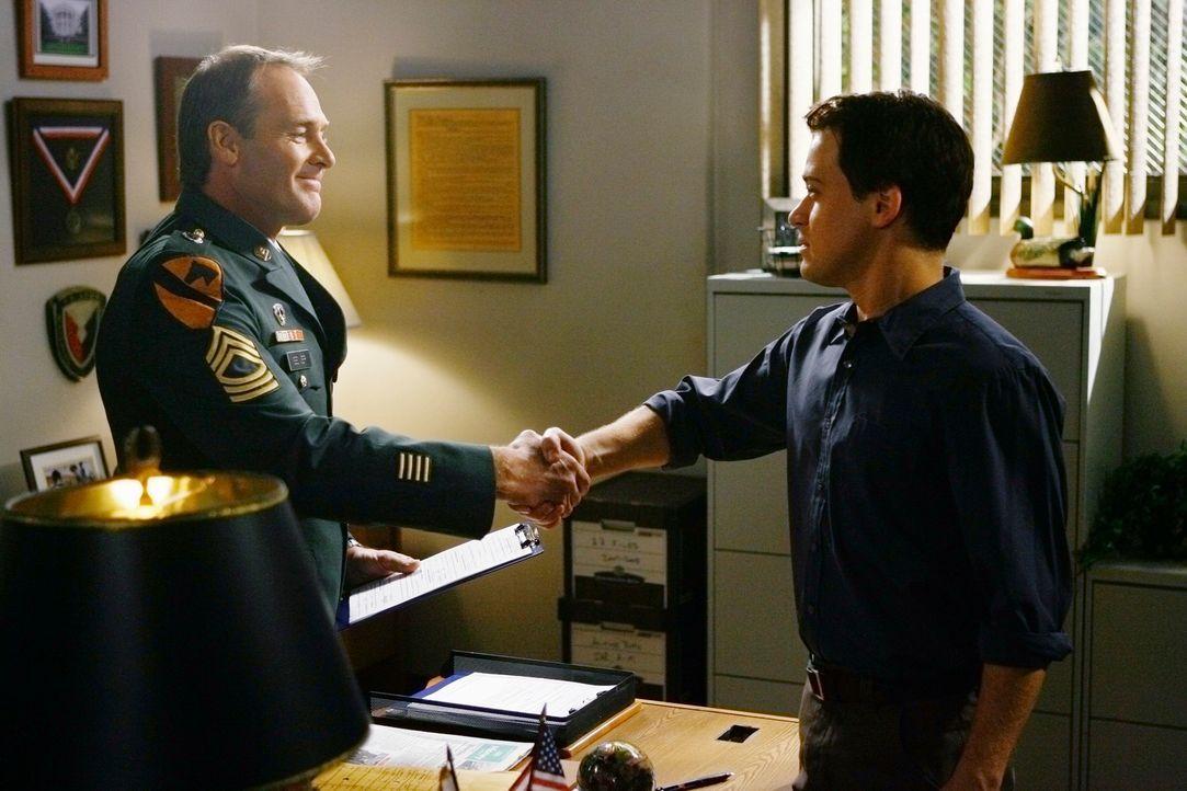 George (T.R. Knight, r.) trifft eine wichtige Entscheidung für seine Zukunft. Er tritt der Armee bei und wird als Militärarzt in den Irak gehen. R... - Bildquelle: Touchstone Television