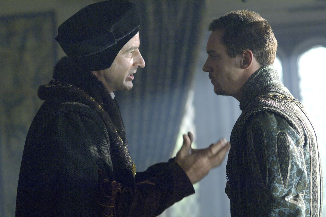 Sir Thomas More (Jeremy Northam, l.) ist in einer tiefen Krise. Im persönlichen Gespräch erreicht er den König (Jonathan Rhys Meyers, r.) noch, doch... - Bildquelle: 2008 TM Productions Limited and PA Tudors II Inc. All Rights Reserved.
