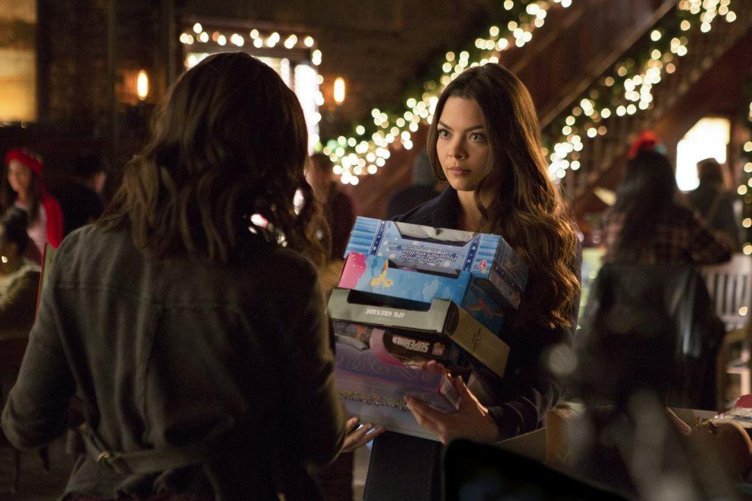 Während Nora (Scarlett Byrne) glaubt, eine neue Freundschaft geknüpft zu haben, ist Mary Louise auf alle sauer, die angeblich an der verzwickten Sit... - Bildquelle: Warner Bros. Entertainment, Inc.
