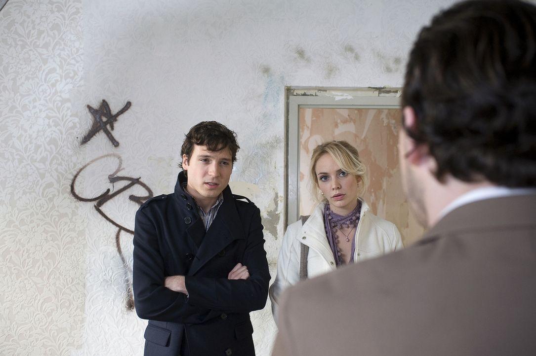 Fatima (Bracha van Doesburgh, M.) hat beschlossen, sich eine eigene Wohnung zu besorgen. Jeroen (Christopher Parren, l.) hat so seine Zweifel, aber...