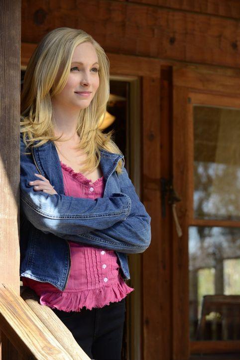 Als Caroline (Candice Accola) Stefan und Elena in der alten Hütte ihres Vaters Unterschlupf gewährt, entdeckt sie, dass die beiden ein schreckliches... - Bildquelle: Warner Brothers