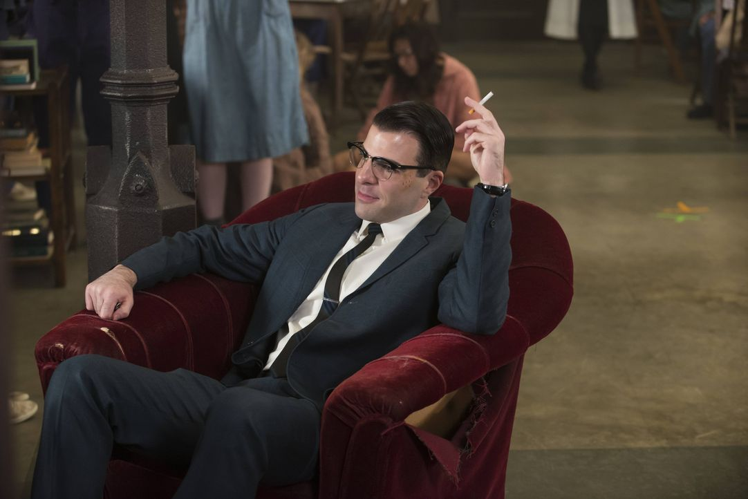 Dank Schwester Mary Eunice bekommt Dr. Oliver Thredson (Zachary Quinto) wieder eine Festanstellung in Briarcliff. - Bildquelle: 2012-2013 Twentieth Century Fox Film Corporation. All rights reserved.