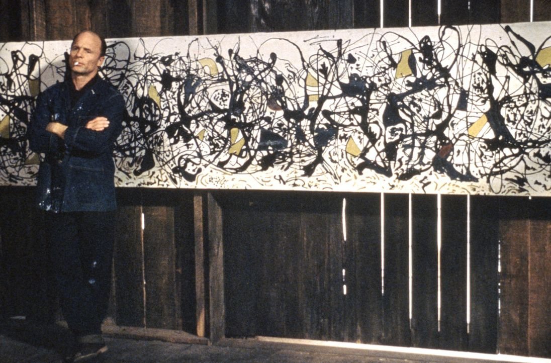Viele Jahre lassen die US-Galeristen Pollocks expressionistische Farborgien links liegen, doch dann gelangt Jackson Pollock (Ed Harris) zu großem R... - Bildquelle: 2003 Sony Pictures Television International. All Rights Reserved.