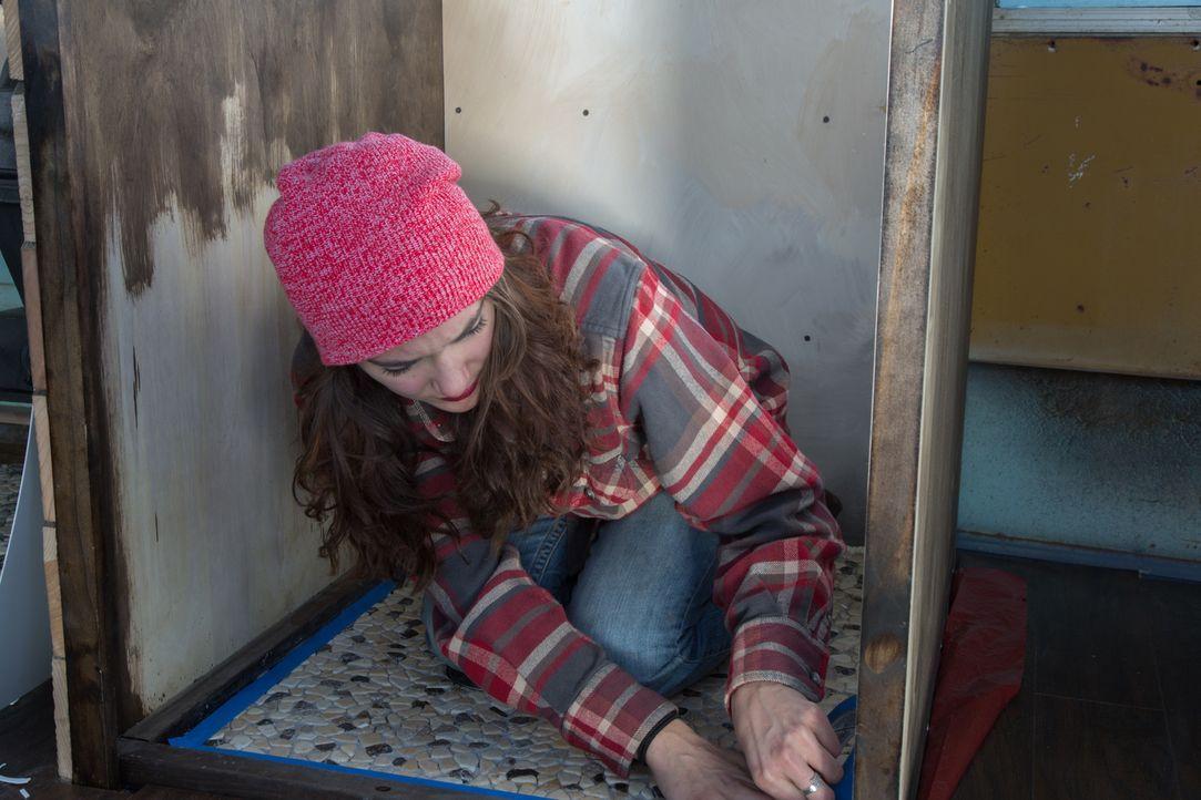 Mit viel Elan, Motivation und auch Spaß widmet sich Blair dem Bau ihres kleinen, aber feinen Eigenheims ... - Bildquelle: 2017, HGTV/Scripps Networks, LLC. All Rights Reserved.