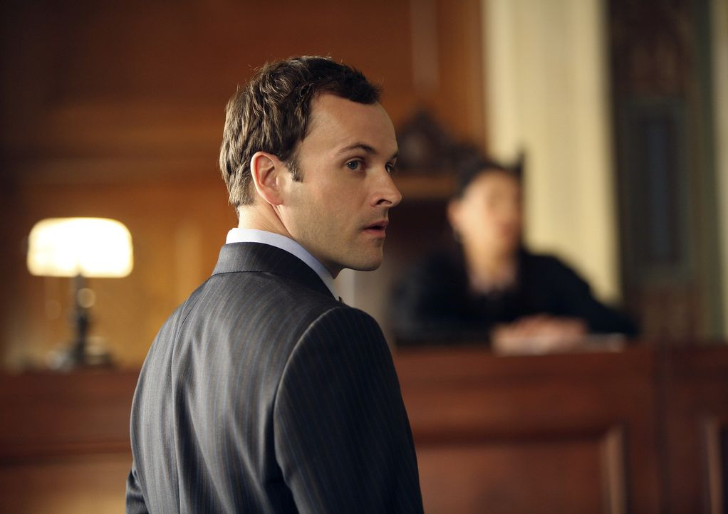 Seine Halluzinationen haben ihm den Weg gewiesen: Eli (Jonny Lee Miller) zieht gegen einen großen Kunden der Kanzlei vor Gericht. - Bildquelle: Disney - ABC International Television