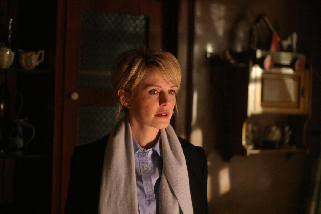 War es Mord oder Selbstmord? Det. Lilly Rush (Kathryn Morris) begibt sich auf die Suche nach Hinweisen ... - Bildquelle: Warner Bros. Television