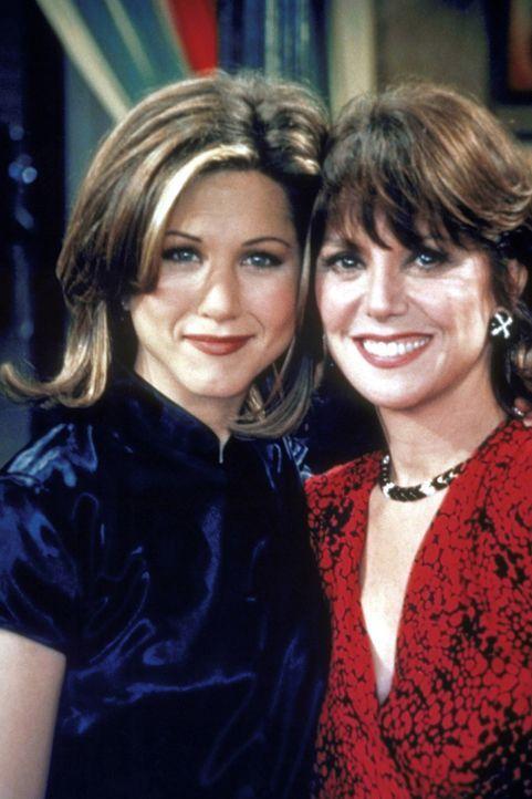 Rachel (Jennifer Aniston, l.) trifft auf der Hochzeitsfeier eine alte Freundin wieder. - Bildquelle: TM+  2000 WARNER BROS.