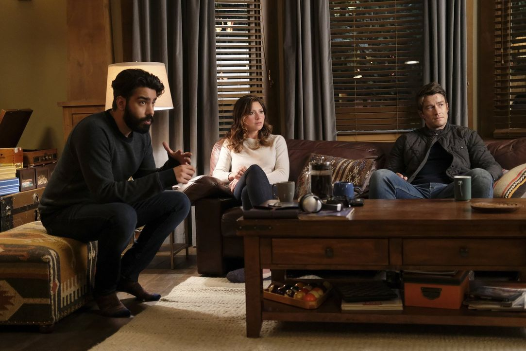 Der Virusausbruch beschäftigt nicht nur Ravi (Rahul Kohli, l.), Liv und Clive, sondern auch Peyton (Aly Michalka, M.) wird durch ihren neuen Job in... - Bildquelle: 2017 Warner Brothers