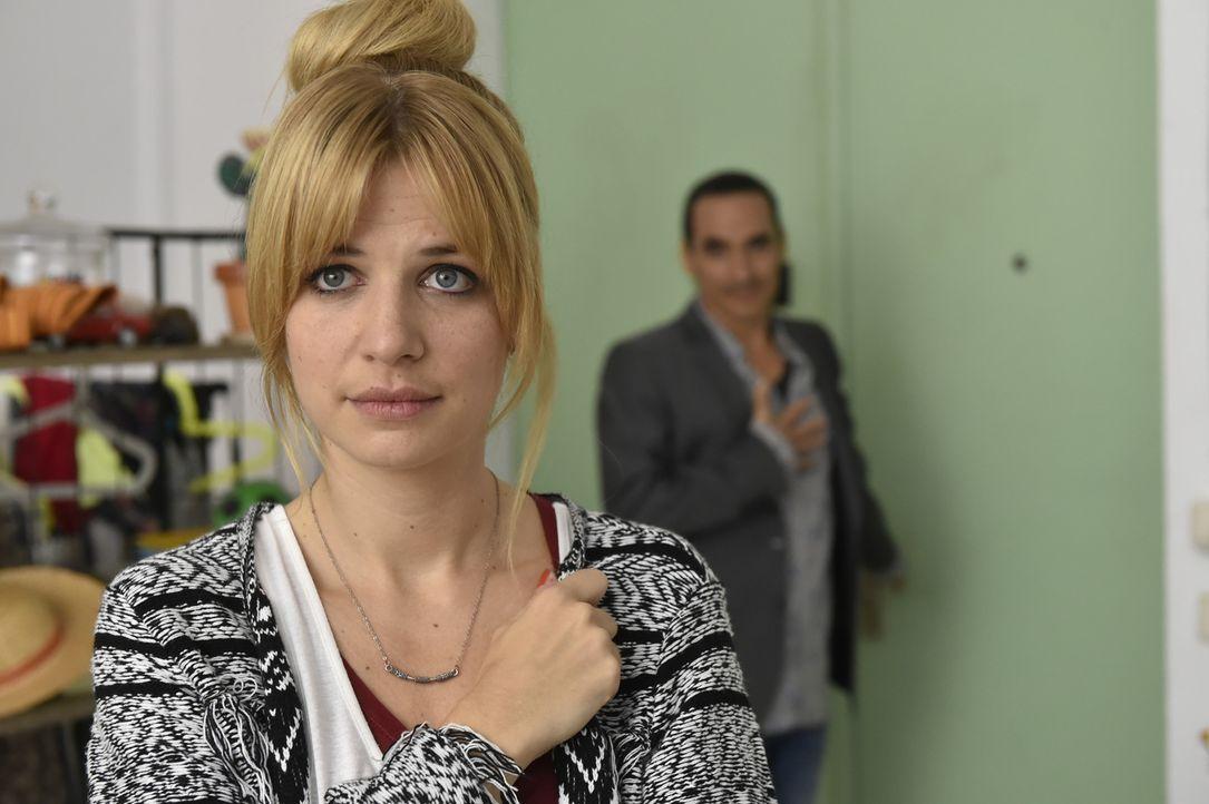 Mila (Susan Sideropoulos, l.) ist überrumpelt, als Diego (Diego Wallraff, r.) sie mit nach Mexiko nehmen will ... - Bildquelle: Claudius Pflug sixx