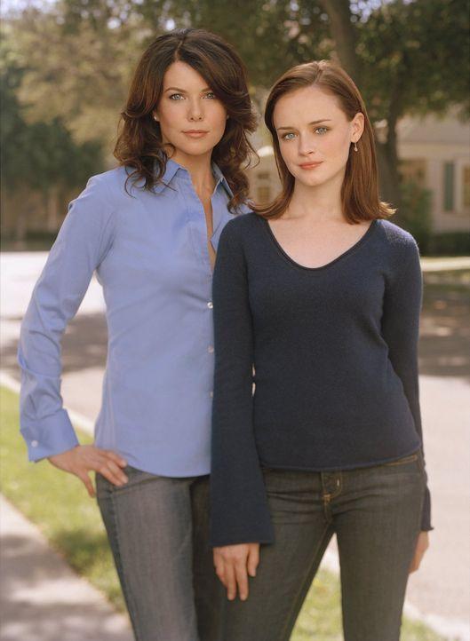 (5. Staffel) -  Die Männerwelt stellt Lorelai (Lauren Graham, l.) und auch Rory (Alexis Bledel, r.) immer wieder vor Herausforderungen ... - Bildquelle: 2004 Warner Bros.
