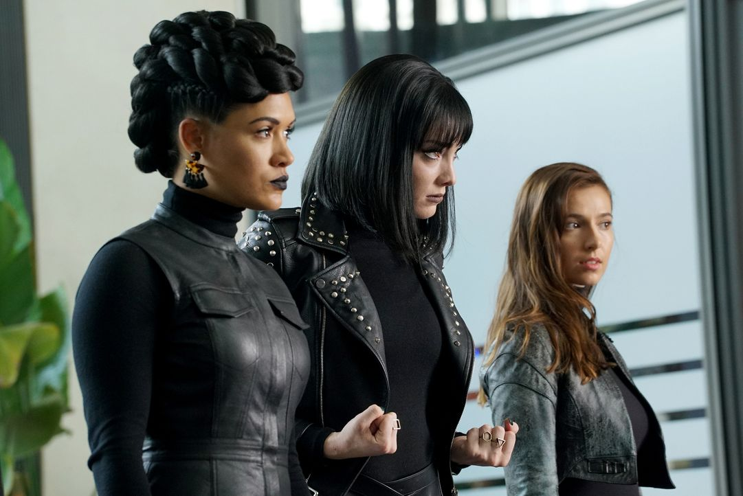 (v.l.n.r.) Reeva Payge (Grace Byers); Polaris (Emma Dumont); Rebecca (Anjelica Bette Fellini) - Bildquelle: Annette Brown 2018-2019 Fox and its related entities.  All rights reserved.  MARVEL TM &   2017 MARVEL