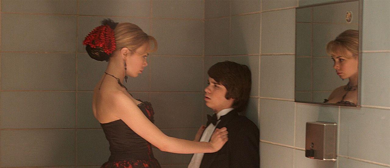 Als seine Lügen plötzlich zur Realität werden, muss Sam (Ryan Pinkston, r.) sich mit neuen Problemen in Form von Vicki Sanders (Amanda Walsh, l.)... - Bildquelle: New Line Cinema
