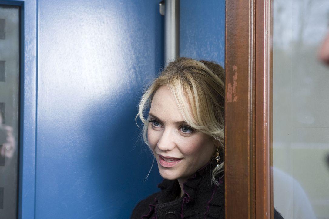 Fatima (Bracha van Doesburgh) ist zwar glücklich, wieder mit Jeroen zusammen zu sein, dennoch beschließt sie, sich eine eigene Wohnung zu suchen.