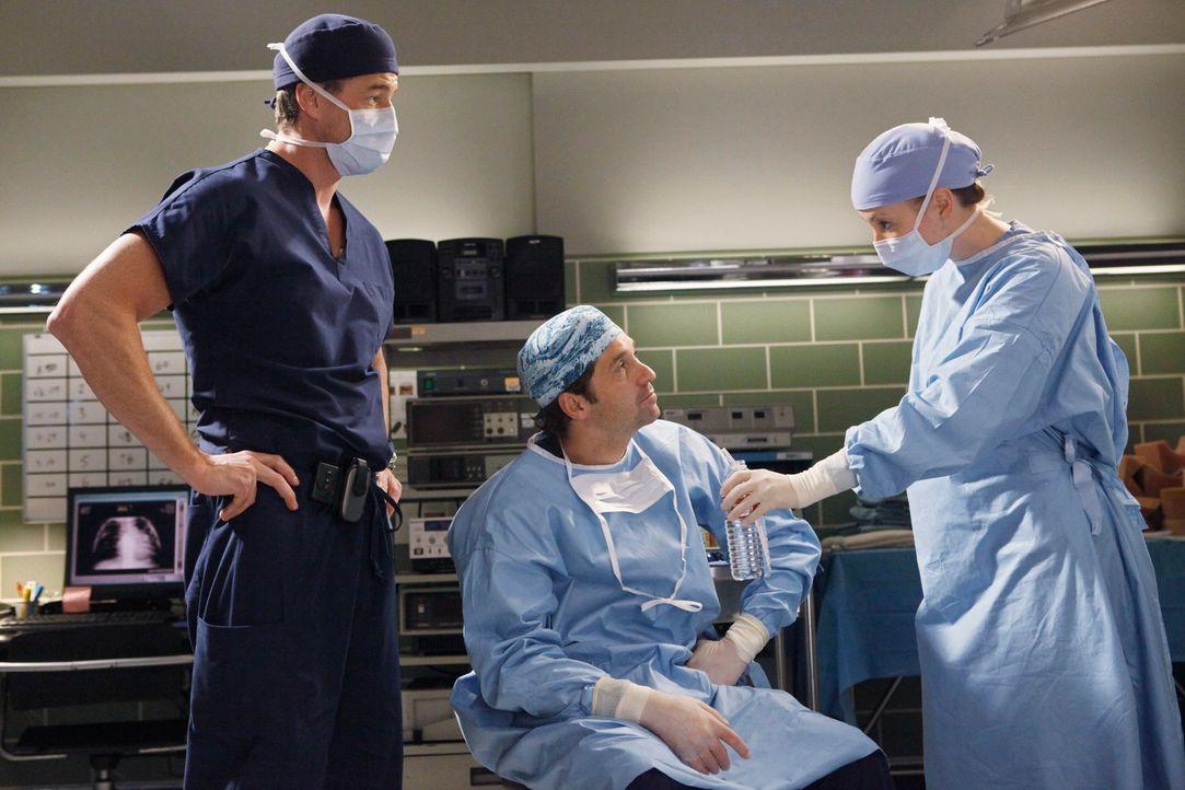 Konnten Marc (Eric Dane, l.), Derek (Patrick Dempsey, M.) und Lexie (Chyler Leigh, r.) Isaac retten? - Bildquelle: Touchstone Television