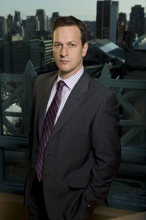 (1. Staffel) - Seine neue Mitarbeiterin muss ihn erst noch überzeugen: Anwalt Will Gardner (Josh Charles) ... - Bildquelle: CBS Studios Inc. All Rights Reserved.