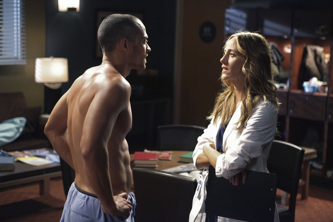 Dr. Jackson Avery (Jesse Williams, l.); Dr. Teddy Altman (Kim Raver, r.) - Bildquelle: Adam Taylor 2010 American Broadcasting Companies, Inc. All rights reserved. / Adam Taylor