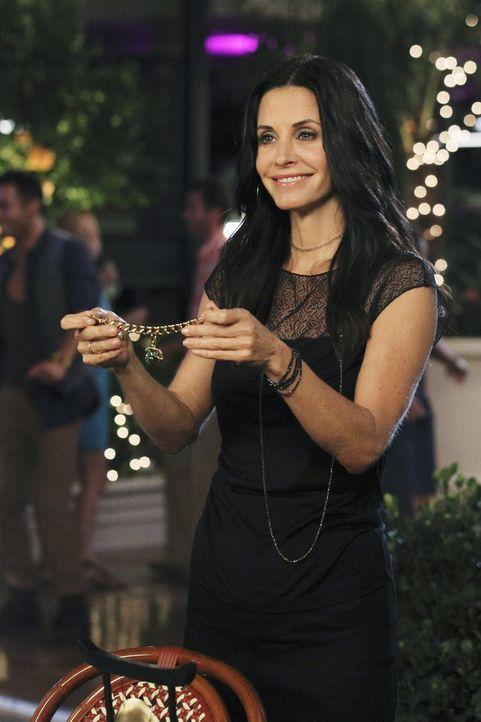 Jules (Courteney Cox) wird 42! Das bedeutet für ihre Freunde: krampfhaft Geschenke kaufen ... - Bildquelle: 2010 ABC INC.