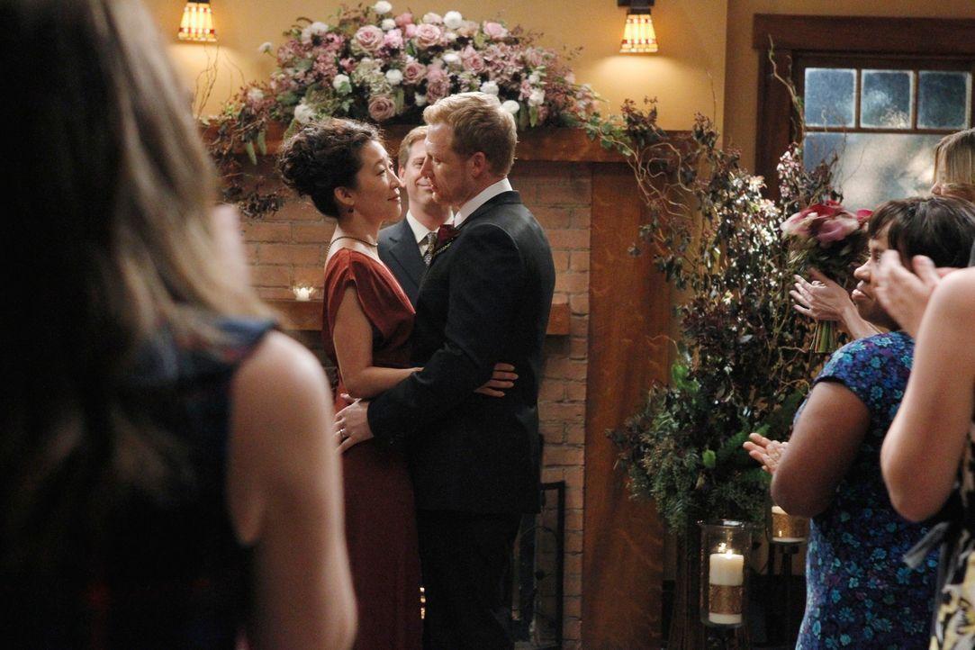 Geben sich das Ja-Wort: Owen (Kevin McKidd, r.) und Cristina (Sandra Oh, l.) ... - Bildquelle: ABC Studios