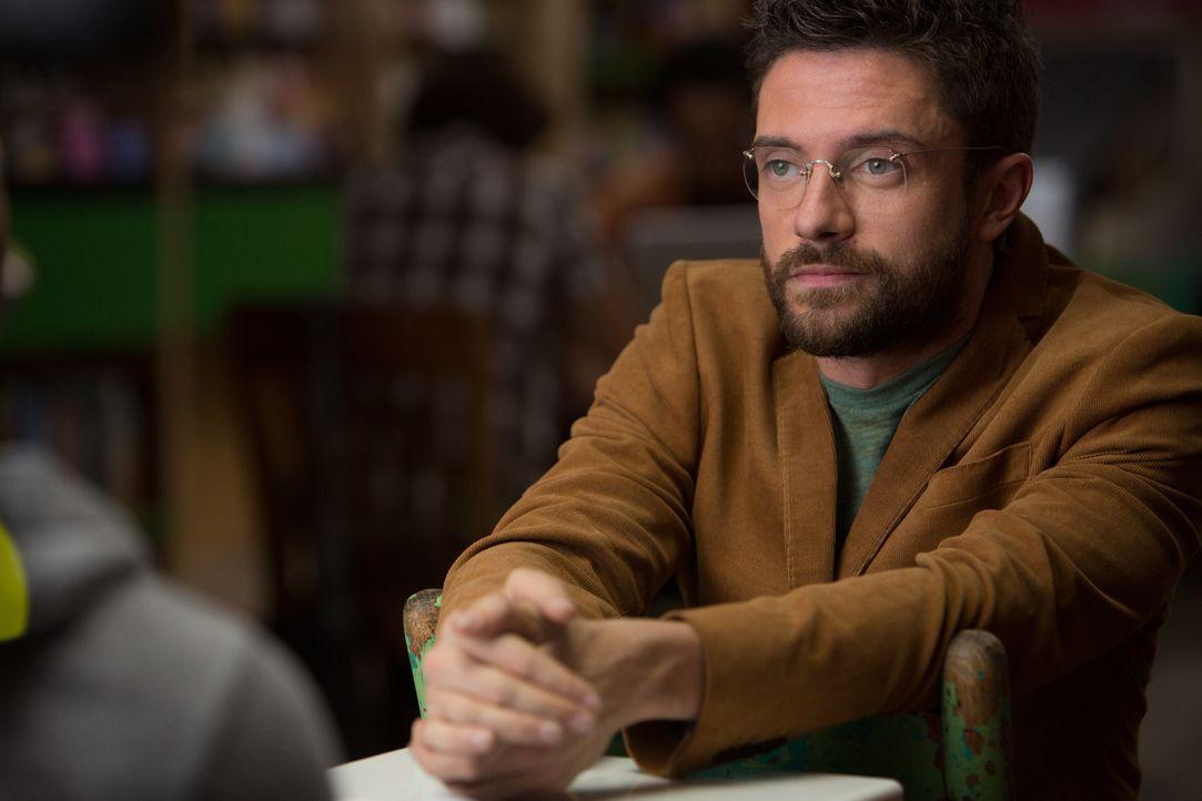 Kann Scott (Topher Grace) seinem Freund bei den Recherchen für eine Liebeskomödie behilflich sein? - Bildquelle: Daniel McFadden Wild Bunch / Daniel McFadden