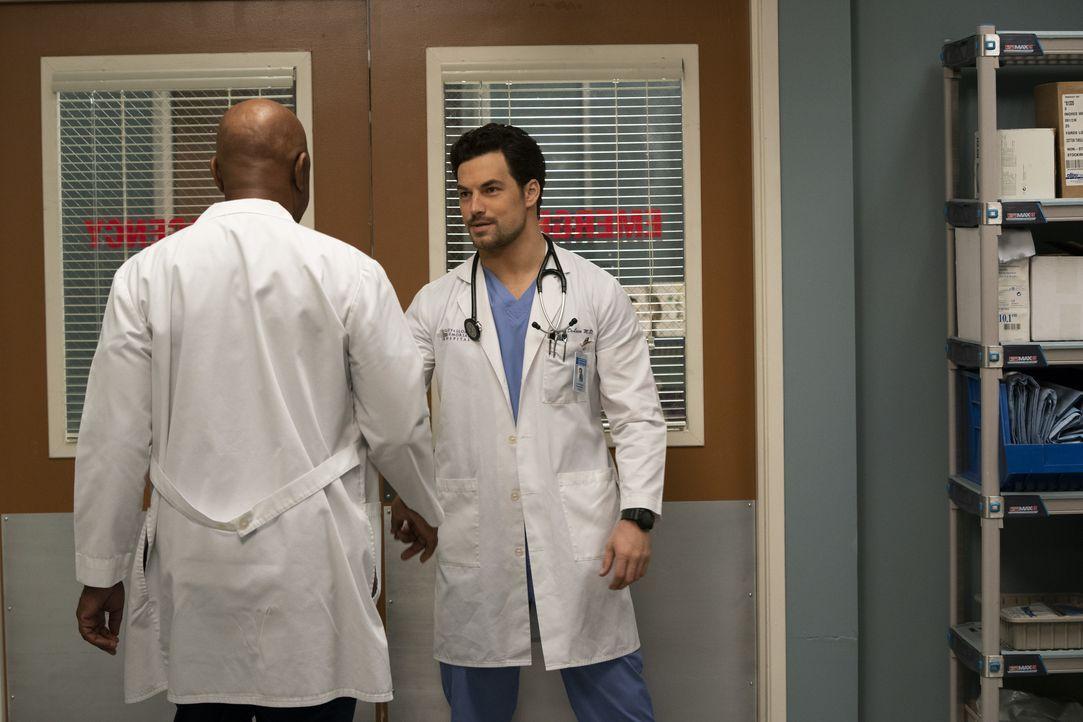 Dr. Richard Webber (James Pickens Jr., l.); Dr. Andrew DeLuca (Giacomo Gianniotti, r.) - Bildquelle: Mitch Haaseth ABC Studios / Mitch Haaseth