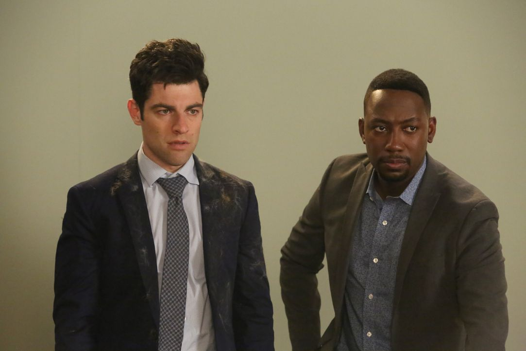 Schleichen sich auf ein Katzen-Casting, um Ferguson groß zu machen: Schmidt (Max Greenfield, l.) und Winston (Lamorne Morris, r.) ... - Bildquelle: Patrick McElhenney 2016 Fox and its related entities. All rights reserved. / Patrick McElhenney