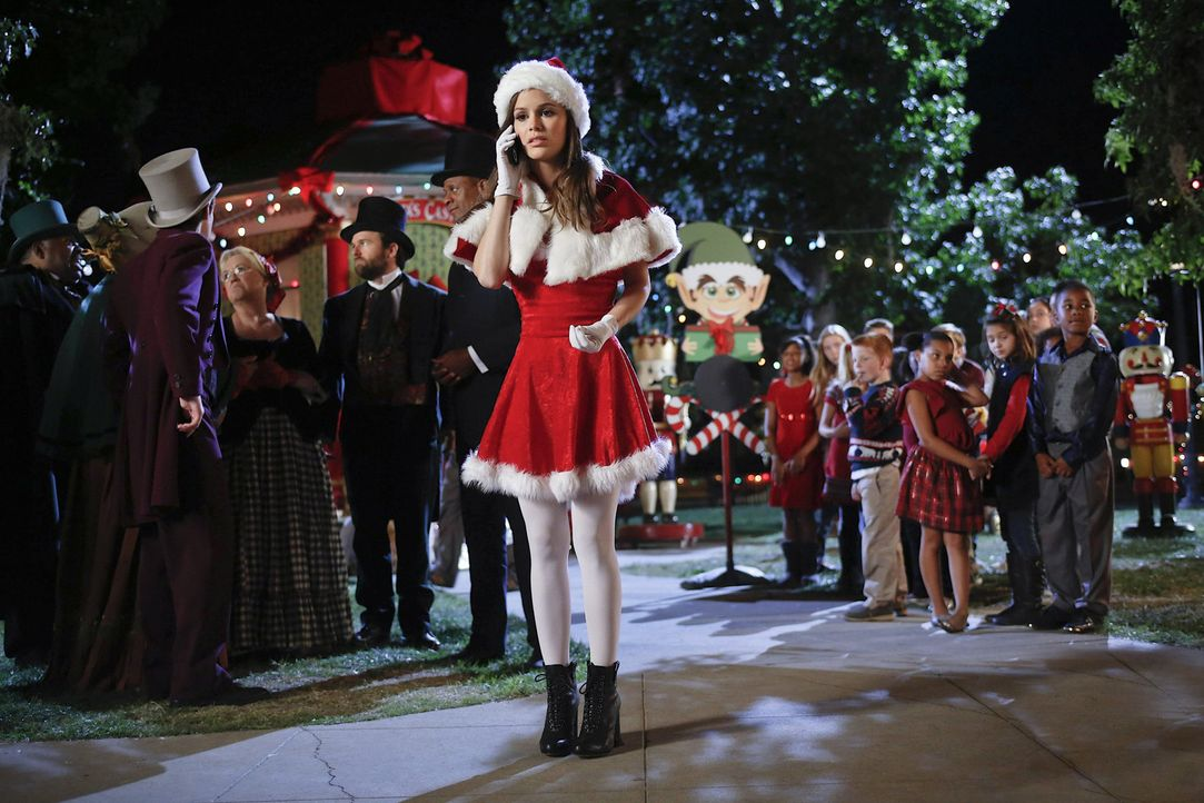 Gerade an Weihnachten merkt Zoe (Rachel Bilson, M.) wie groß ihr Liebeskummer wirklich ist ... - Bildquelle: Warner Bros.