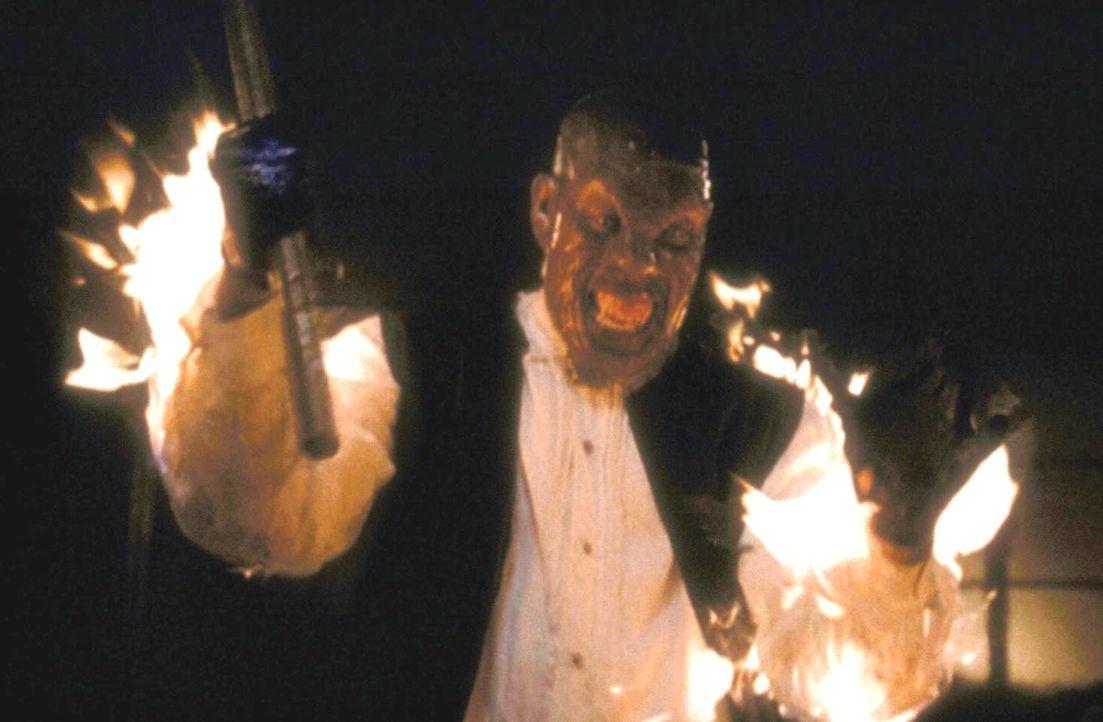Der Versuch, Buffy zu töten, endet für den Vampir Absalom (Brent Jennings) tödlich. - Bildquelle: (1998) Twentieth Century Fox Film Corporation.