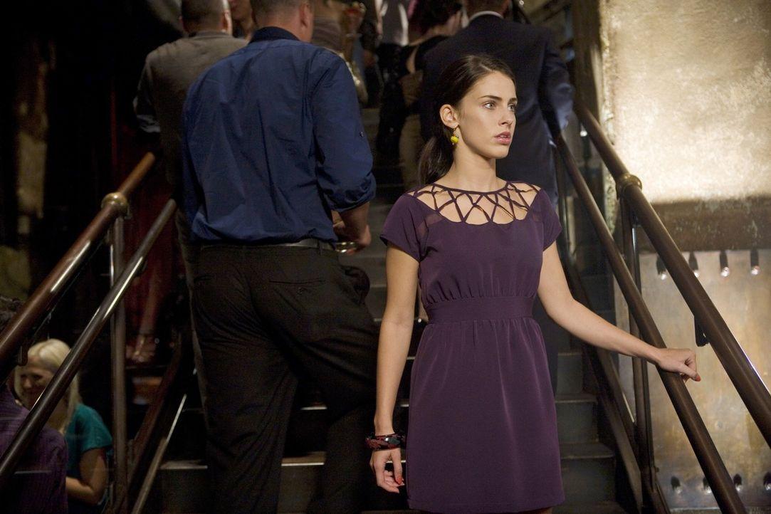 Adrianna (Jessica Lowndes) ist dabei zu verzweifeln. Wird sie sich etwas antun? - Bildquelle: TM &   CBS Studios Inc. All Rights Reserved