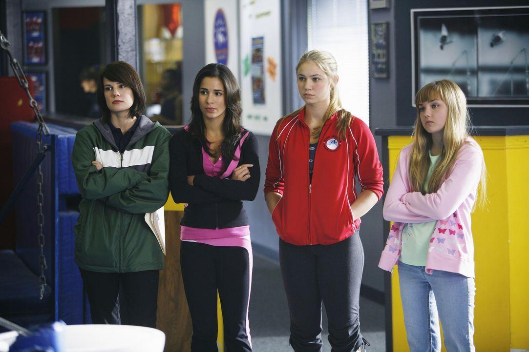 Wollen Marty zur Rede stellen und ihn zur Rückkehr bewegen (v.l.n.r.): Emily (Chelsea Hobbs), Kylie (Josie Loren), Payson (Ayla Kell) und Becca (Mi... - Bildquelle: 2009 DISNEY ENTERPRISES, INC. All rights reserved. NO ARCHIVING. NO RESALE.