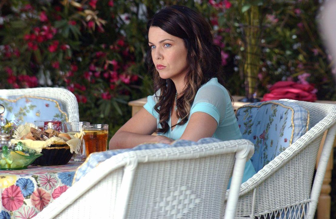 Eigentlich könnte Lorelai (Lauren Graham) auf Wolke Sieben schweben, aber sie ist sich unsicher, ob sie ihr Glück mit Luke wirklich offiziell machen... - Bildquelle: 2004 Warner Bros.
