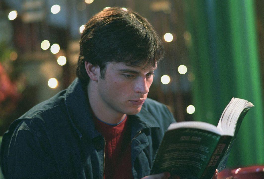 Trotz seiner anfänglichen Zweifel glaubt Clark (Tom Welling) tatsächlich langsam daran, dass Cyrus ebenfalls von Krypton stammt ... - Bildquelle: Warner Bros.