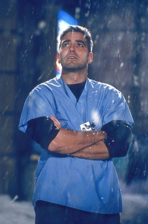 Ist seine Karriere beendet? Dr. Ross (George Clooney) hat indirekt Sterbehilfe geleistet - ein schweres Vergehen. - Bildquelle: TM+  2000 WARNER BROS.
