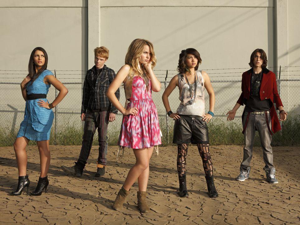 Können die Limonadenautomaten retten: (v.l.n.r.) Mo (Naomi Scott), Wen (Adam Hicks), Olivia (Bridgit Mendler), Stella (Hayley Kiyoko) und Charlie (B... - Bildquelle: Disney Media Distribution