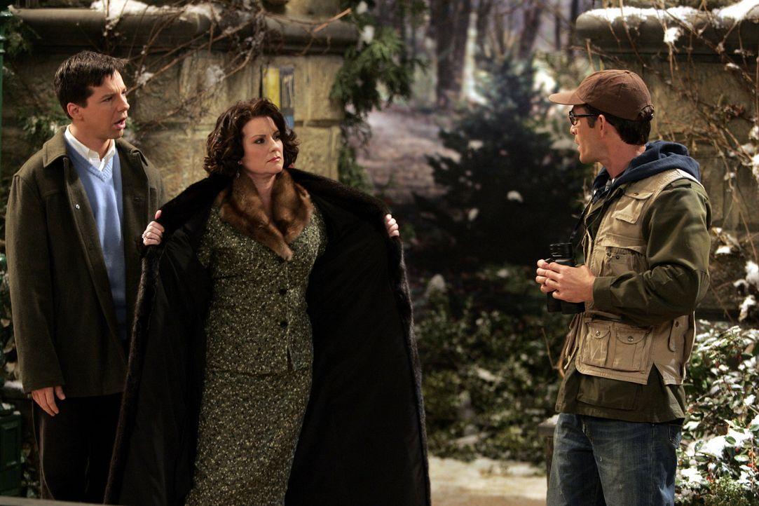Karen (Megan Mullally, M.) plant für Jack (Sean Hayes, l.) und Aaron (Luke Perry, r.), ihren Nachbarn mit einer Schwäche für Vogelbeobachtung, ein D... - Bildquelle: Chris Haston NBC Productions