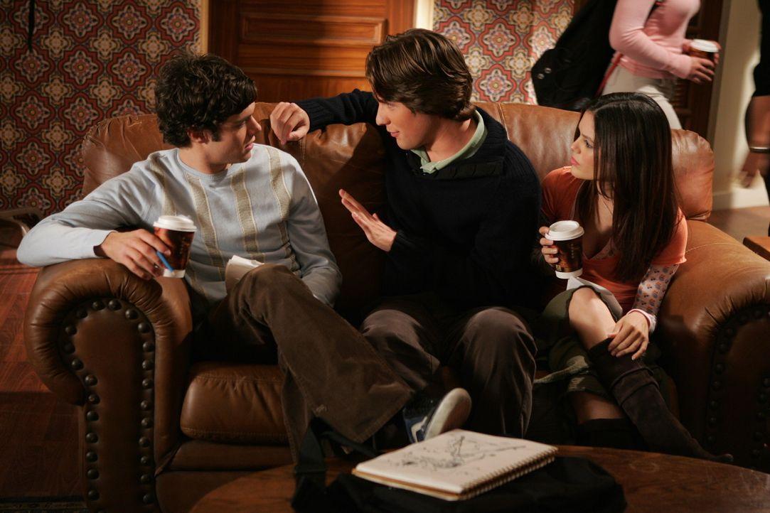 Seth (Adam Brody, l.), Zach (Michael Cassidy, M.) und Summer (Rachel Bilson, r.) planen einen Comic ... - Bildquelle: Warner Bros. Television