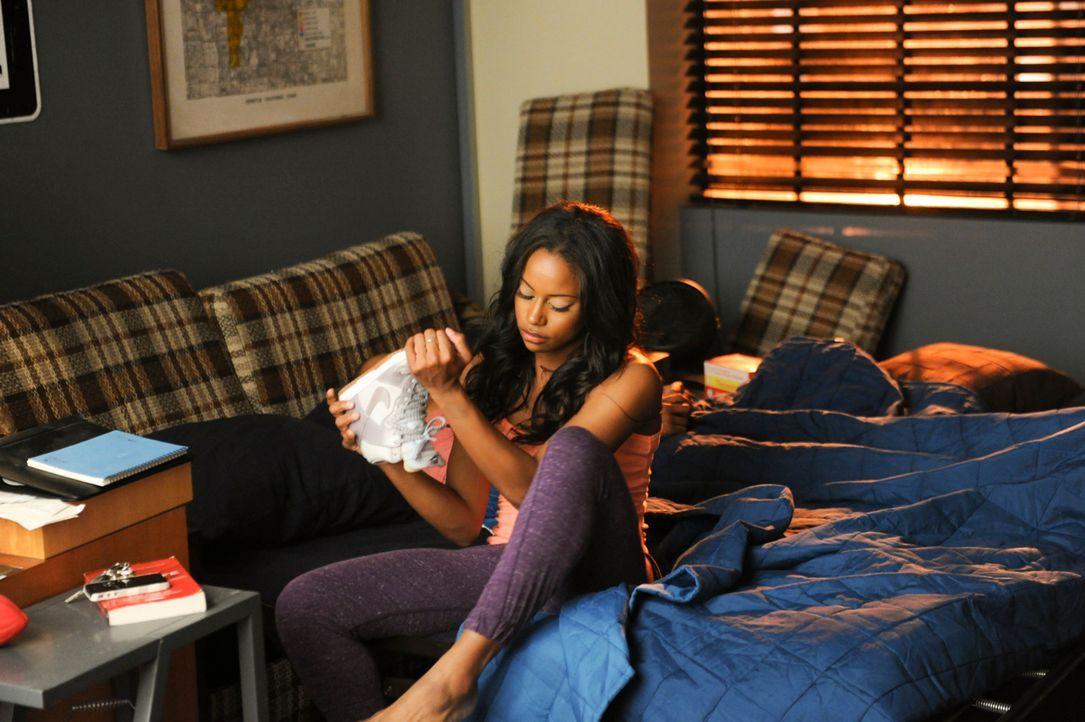Als Ahsha (Taylour Paige) bei einem Stromausfall ausgerechnet  mit Derek im Fahrstuhl stecken bleibt, wird alles nur noch komplizierter ... - Bildquelle: 2013 Starz Entertainment LLC, All rights reserved