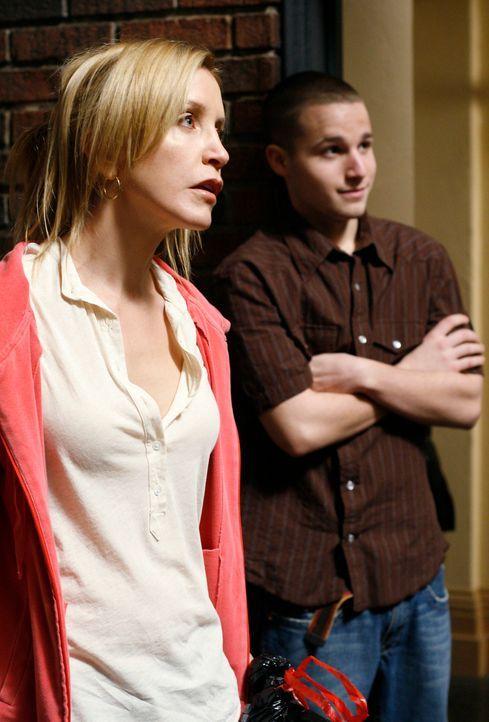 Während Lynette (Felicity Huffman, l.) Streit mit Tom hat, macht Andrew (Shawn Pyfrom, r.) Orsan klar, was passiert wenn er Bree nicht in Ruhe lässt... - Bildquelle: 2005 Touchstone Television  All Rights Reserved