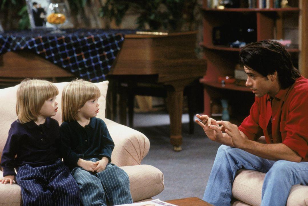 Jesse (John Stamos, r.) bereitet mit seinen Söhnen Nick und Alexander (Blake/Dylan Tuomy-Wilhoit, l. und M.) eine Muttertags-Überraschung vor, doch... - Bildquelle: Warner Brothers Inc.