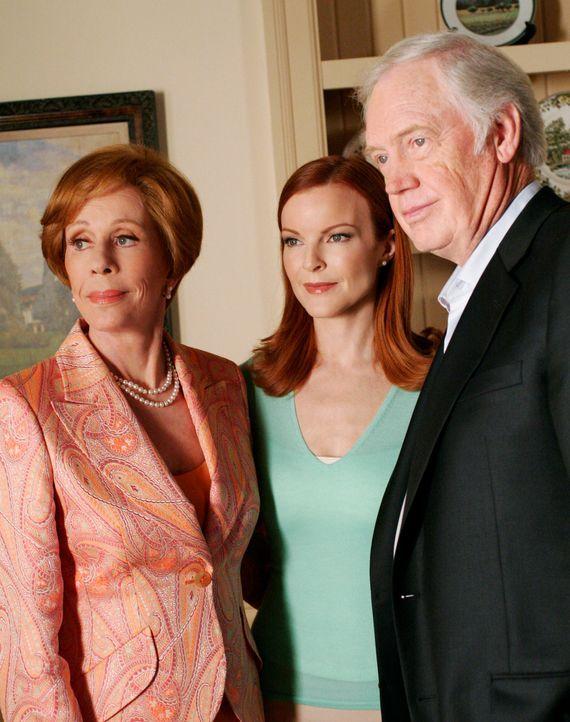 Bree (Marcia Cross, M.) bekommt Besuch von ihren Eltern (Carol Burnett, l. und Ronny Cox, r.), die zwischen ihr und Andrew vermitteln wollen ... - Bildquelle: 2005 Touchstone Television  All Rights Reserved