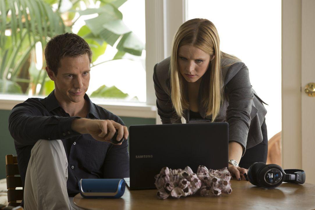 Veronica (Kristen Bell, r.) hatte eigentlich mit ihrer Vergangenheit als Jugend-Detektivin abgeschlossen, doch als ihr Ex-Freund Logan (Jason Dohrin... - Bildquelle: 2014 Warner Bros. Entertainment, Inc.